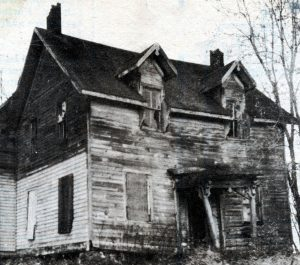 glossville-abandoned-home-on-way-to-glossville-darling-bk3p91